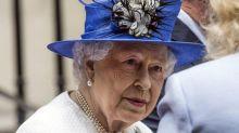 Regina Elisabetta cancella tè all'ultimo minuto: sudditi preoccupati