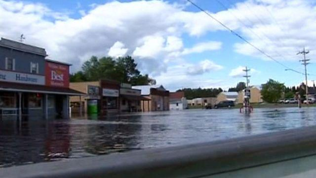 Minnesota residents cope with flood damage