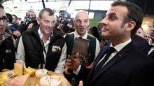 Emmanuel Macron se dit prêt à rencontrer des «gilets jaunes» mais réclame la fin des manifestations