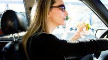 O que você pode (e não pode) comer no carro