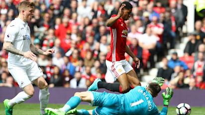 Clement: Rashford dived for United penalty