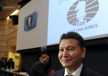 El jefe del organismo mundial del ajedrez denuncia un plan para destituirlo