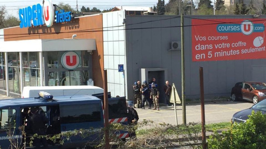Deadly hostage standoff at French supermarket