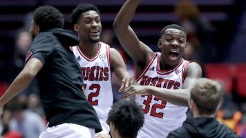 N. Illinois beats No. 14 Buffalo with clutch layup