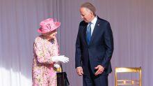 """El inesperado comentario de Biden tras conocer a la reina Isabel II: """"Me ha recordado a mi madre"""""""