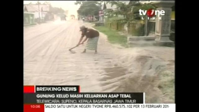Kelud's ash covers parts of Java