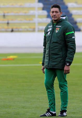El entrenador de la selección boliviana de fútbol, Mauricio Soria, en una práctica en La Paz