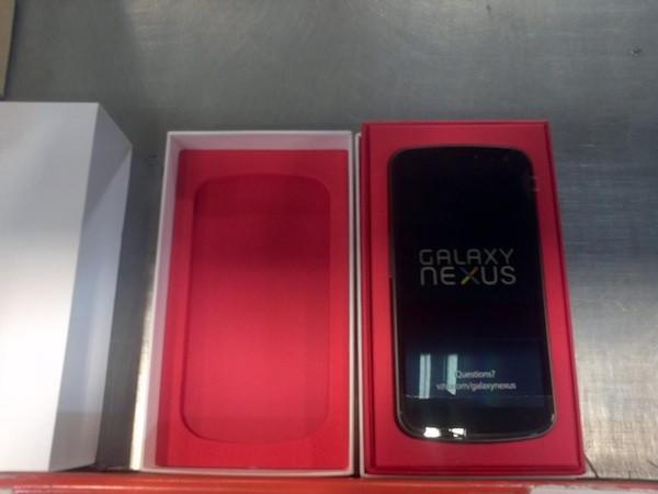 Verizon Galaxy Nexus purportedly pictured in retail packaging