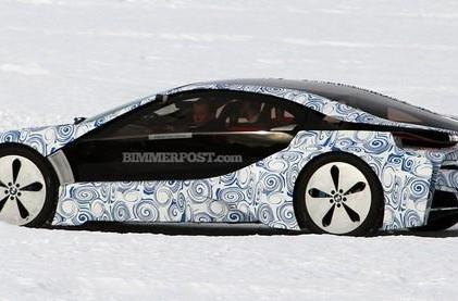 BMW i8 prototype caught on video having fun in the snow