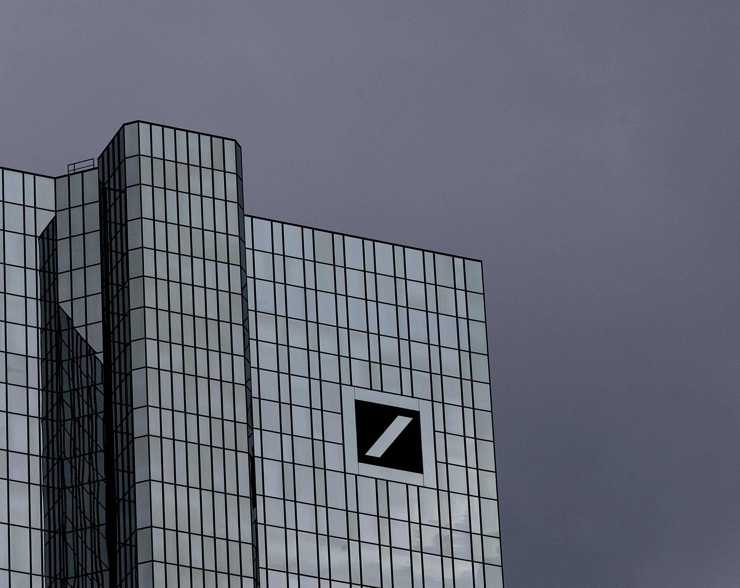 Deutsche Bank to axe 18,000 jobs