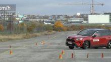 Vidéo : le Toyota RAV4 hybride rechargeable échoue spectaculairement au test de l'élan