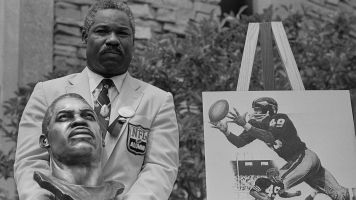 Bobby Mitchell, a Redskins legend, dies at 84