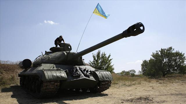 Ukraine Troops Surround Donetsk Despite Call for Cease-Fire