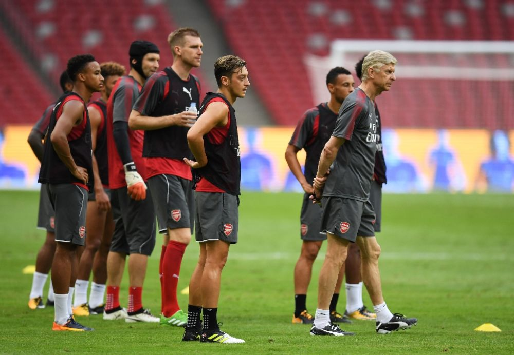 Arsenal manager Arsene Wenger (R) says his team would take the Europa League competition seriously despite the disappointment of missing out on the Champions League