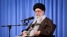 Tras una ola de represión, el líder iraní busca bajar la tensión en las calles