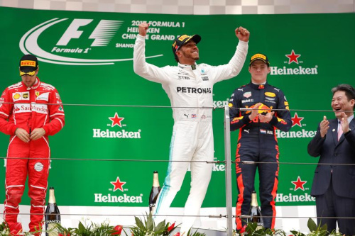 Hamilton répond à Vettel et Ferrari