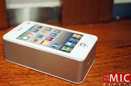 Keepin' it real fake: the iPhone 4 has a fan in China (video)