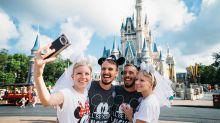 Gêmeos que se casaram com gêmeas passam juntos a lua de mel na Disney