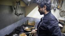 Actividad económica de México se contrae en enero arrastrada por el sector servicios