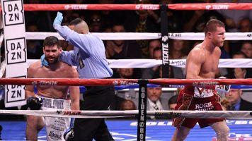 Canelo derrotó a Rocky sin despeinarse y es tres veces campeón del mundo en diferentes categorías