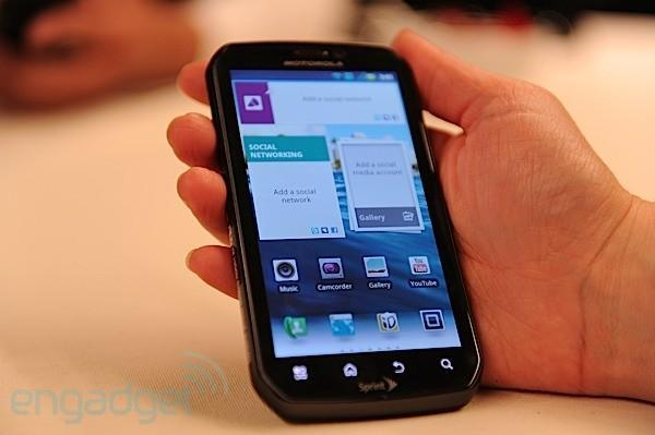 Motorola's 4.3-inch Photon 4G brings Tegra 2, kickstand magic to Sprint (video hands-on)