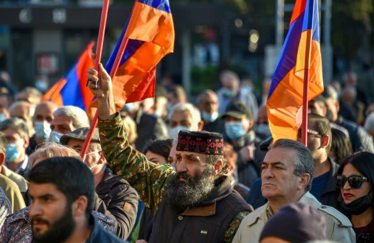 Armenian leader dismisses FM amid protests over peace deal