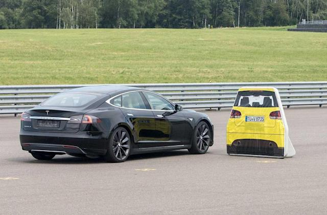 Tesla and Luxembourg squabble over failed Model S braking test
