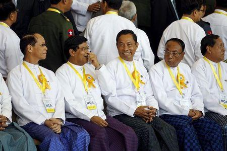 Myanmar's Vice Presidents Sai Mauk Kham and Nyan Tun sit with the Speakers of the Lower and Upper Houses of Parliament Shwe Mann and Khin Aung Myint respectively (L-2nd R) during the photo session after the signing ceremony of the Nationwide Ceasefire Agreement (NCA) in Naypyitaw, Myanmar October 15, 2015. REUTERS/Soe Zeya Tun