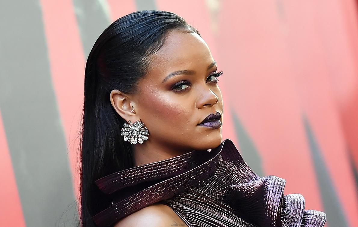 Rihanna\'s Exquisite Dress Stole the Show at the \'Ocean\'s 8\' Premiere ...