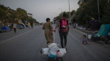 Grecia acusa a 4 migrantes por incendio provocado en campo