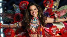 Alessandra Ambrosio se despide del desfile de Victoria's Secret