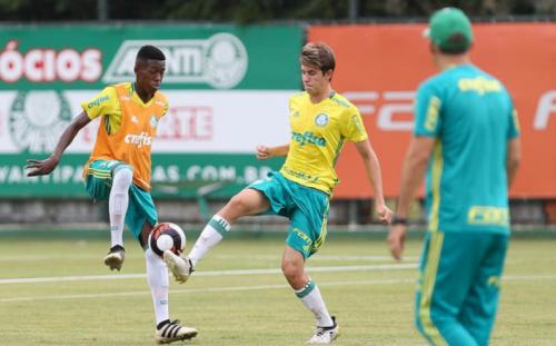Vitão substitui Barrios na lista de inscritos do Palmeiras no Paulistão