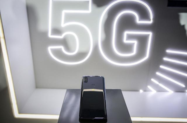 Security flaws in 4G and 5G allow snooping on phone users
