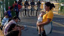 Al menos 400 migrantes hondureños de la caravana han regresado a su país