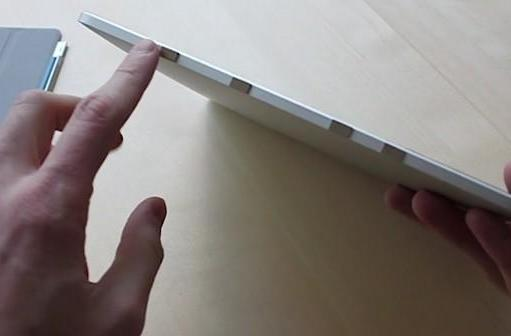Original iPad retrofitted to play nice with Smart Cover, magnets largely to thank (video)