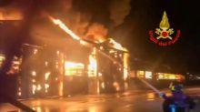 Explosionen lösen Großfeuer im Hafen von Ancona aus