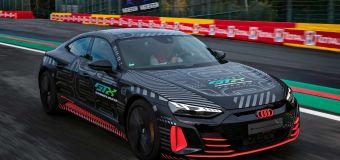 El Audi RS e-tron GT posa con la familia R8 LMS en Spa-Francorchamps