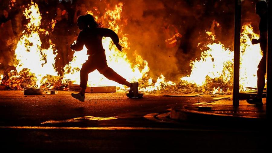 Quarta notte di passione in Catalogna dove Barcellona resta il teatro dei maggiori scontri