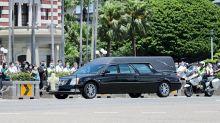 李登輝移靈車隊繞行總統府 官員列隊敬禮致意