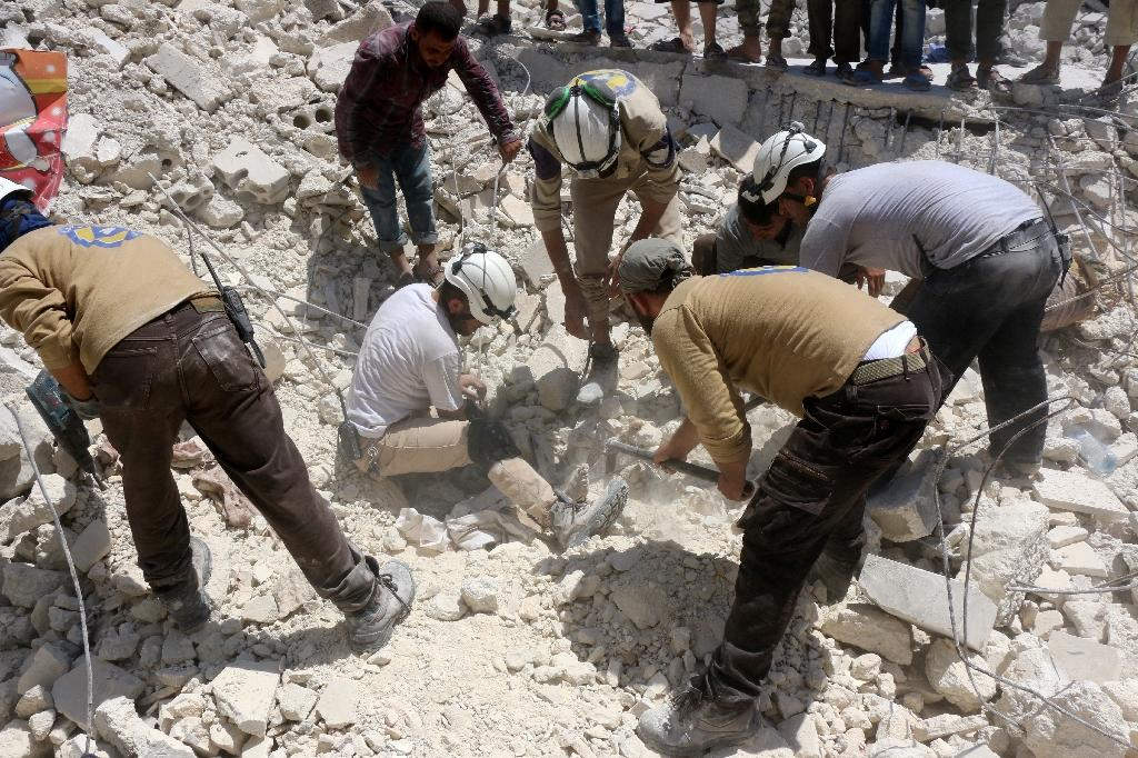 Syrian civil defence workers look for survivors under the rubble of a collapsed building following reported air strikes in a rebel-controlled neighbourhood of Aleppo (AFP Photo/Thaer Mohammed)
