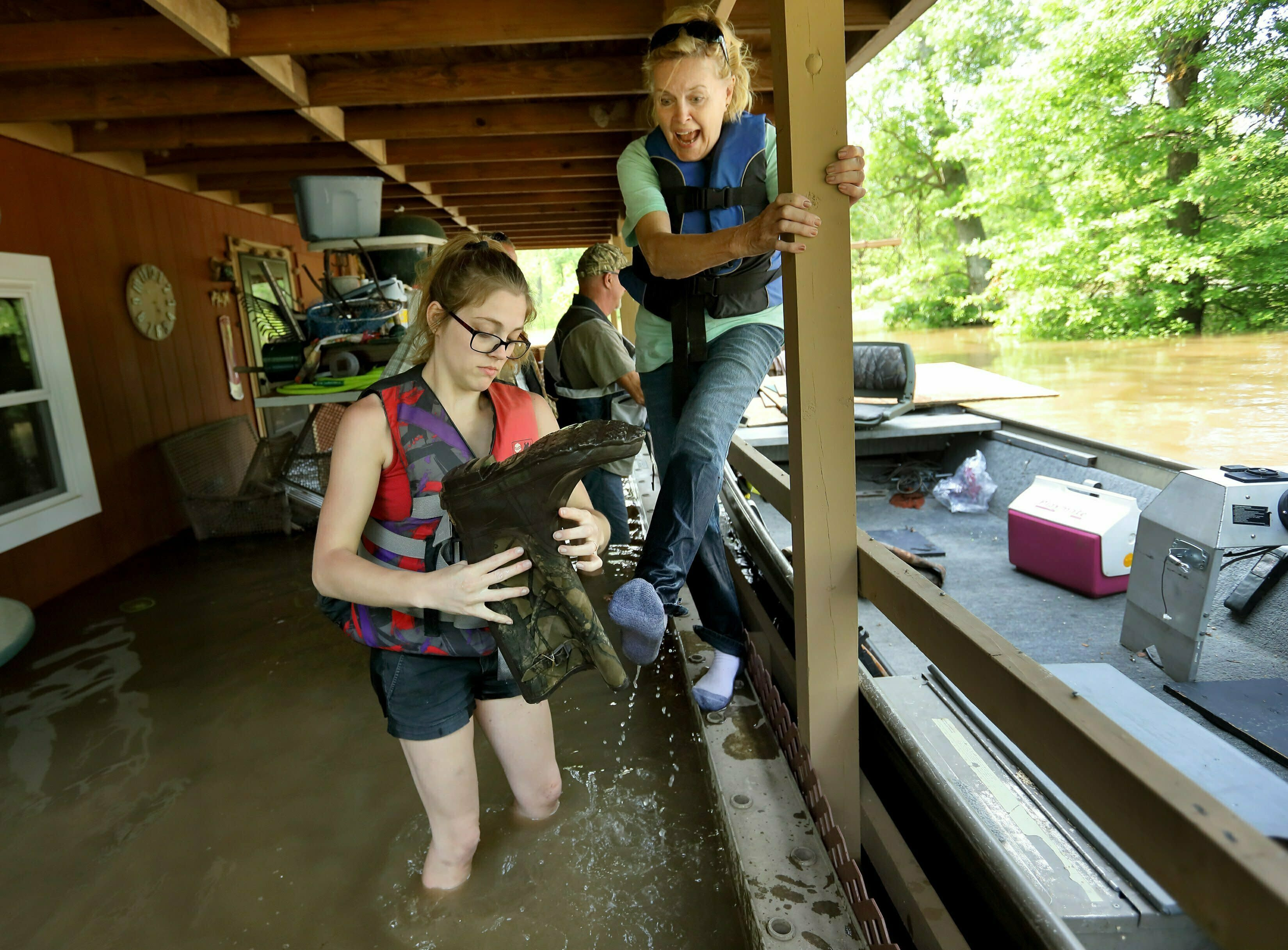Nearly 400 Roads Close in Missouri as Flooded Mississippi River