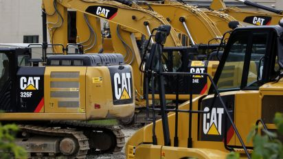 Caterpillar beats estimates, raises 2018 outlook