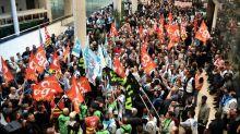 Salariés de la SNCF, professions libérales, policiers... Eux aussi vont manifester ou faire grève contre la réforme des retraites