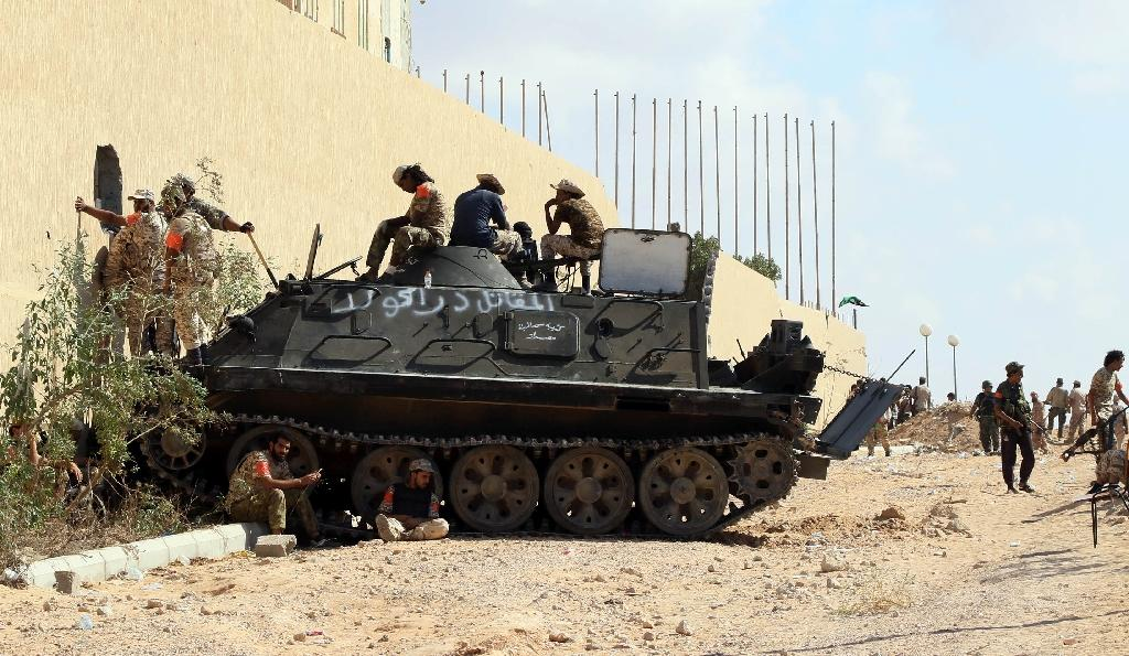 Forces loyal to Libya's Government of National Accord hold a position in the area known as District Three in the west of the coastal city of Sirte on September 3, 2016 (AFP Photo/Mahmud Turkia)