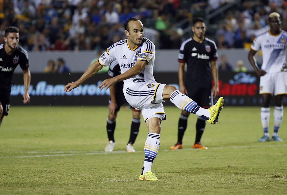 Galaxy scores 3 1st-half goals, beats United 4-1