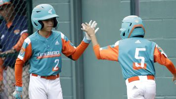 This LLWS hitter has changed batting stances