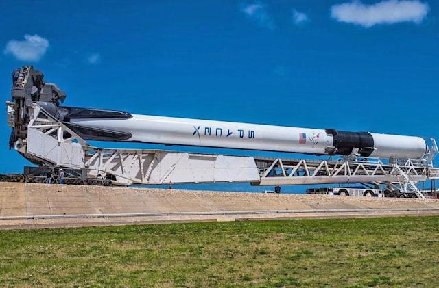 The final design of SpaceX's Falcon 9 rocket launches today (updated)