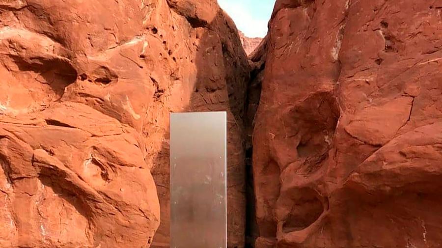 Mysterious metal monolith In Utah desert vanishes