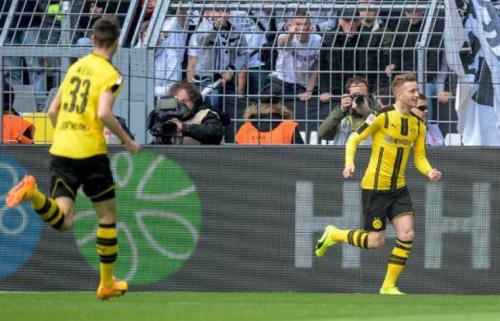 Craque! Reus retorna de lesão, marca e ajuda na vitória do Dortmund