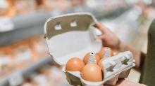 Der wahre Grund, warum Kassierer im Supermarkt die Eierkartons öffnen